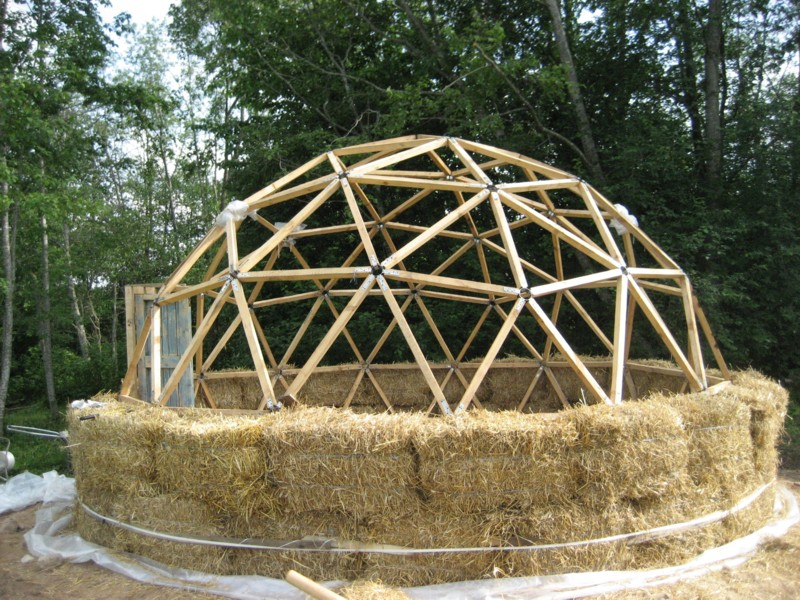 Green cheap and efficient straw bale dome homes for Cheapest house foundation